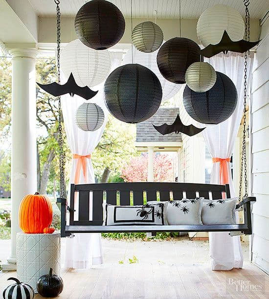 Black and White Themed Halloween Porch, what a great idea