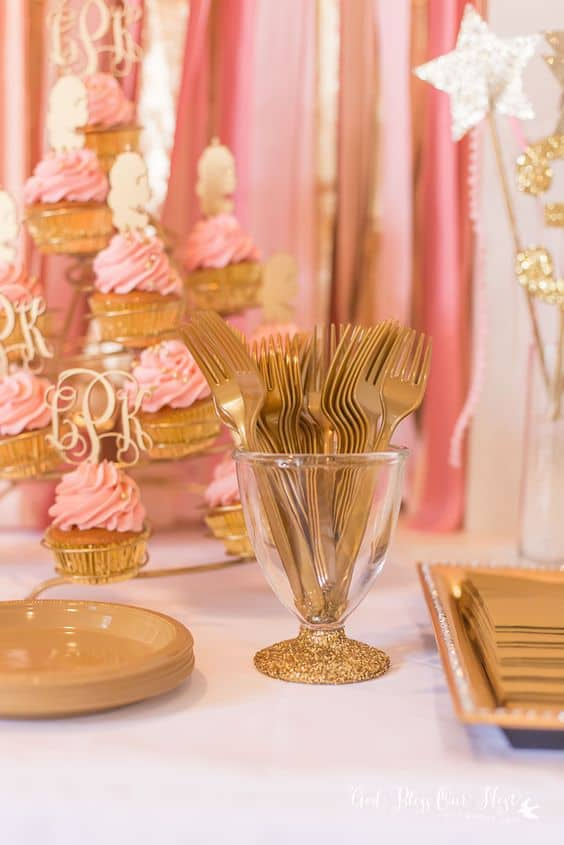 Gold cutlery sure looks expensive...