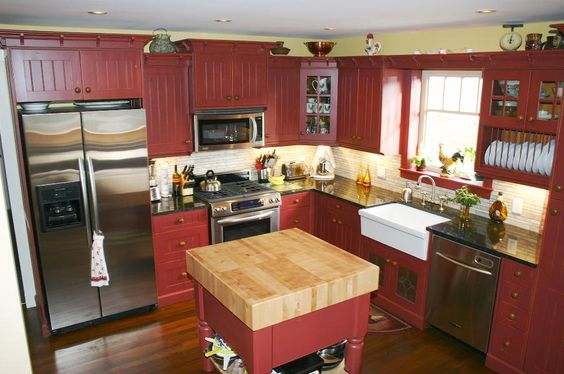Full Barn Red Kitchen adds an country feel to the kitchen