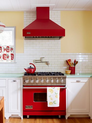 Love this splash of color to make this kitchen stand out.