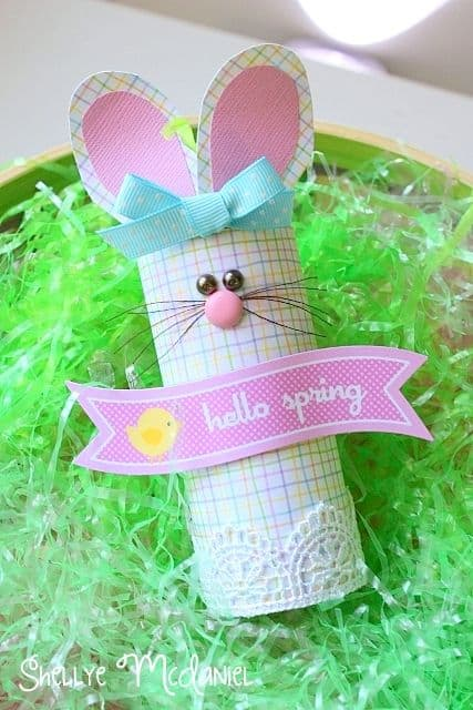 Easy Easter craft for toddlers and little kids: toilet paper roll bunnies, so very easy but look amazing.